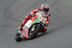Hayden seventh, Rossi tenth in Silverstone qualifying