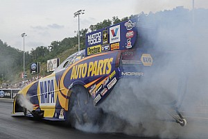 Funny Car title hopeful Ron Capps hosts injured soldier at Chicago event