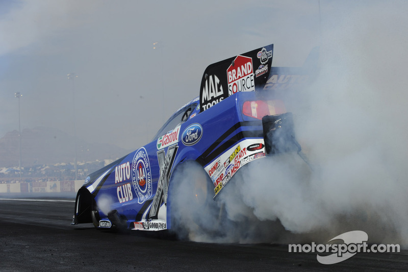 Points leader Hight leads John Force Racing to Norwalk