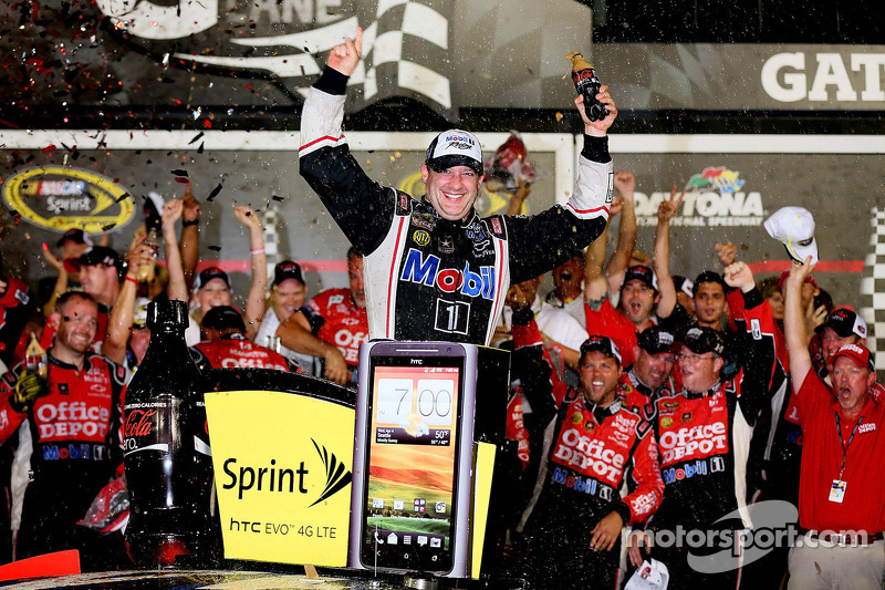 Tony Stewart racks up another win at Daytona