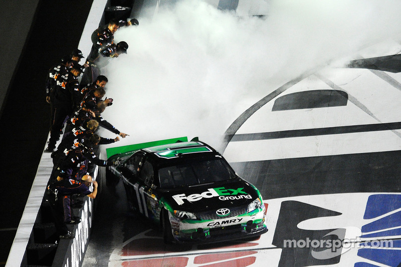 Hamlin gets win in attrition-filled Bristol race