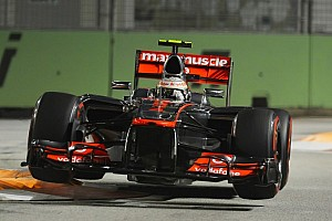 Mercedes' Lauda says Hamilton staying at McLaren