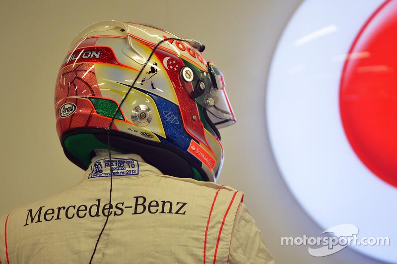 Mercedes signs Hamilton, Concorde, Lauda, not Schumacher