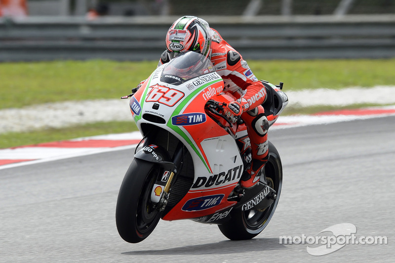 Rossi improves pace and Hayden makes third row on Malaysian GP