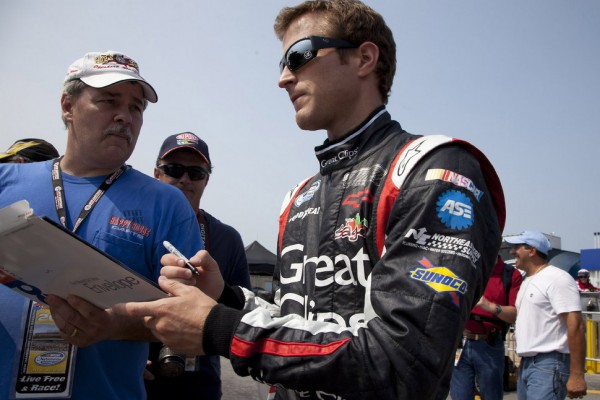 Kahne, Sweet take sponsor to JR Motorsports