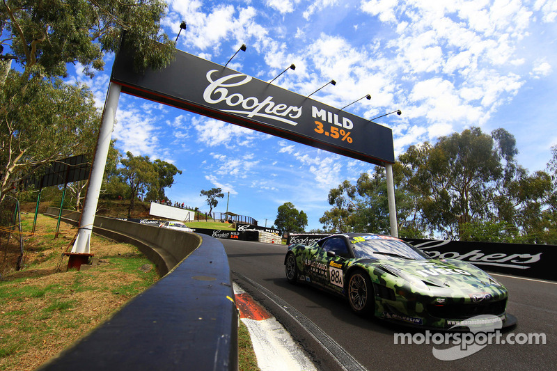 Maranello meets the mountain's madness in a challenging 6 hours on Mount Panorama