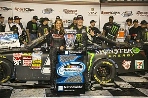 Kyle Busch 1st at Darlington