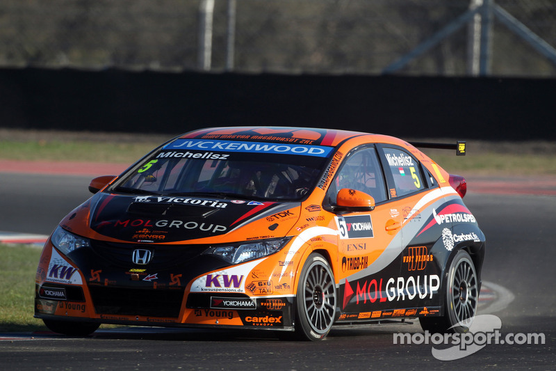Honda Civics grab row 2 grid for Argentina WTCC start