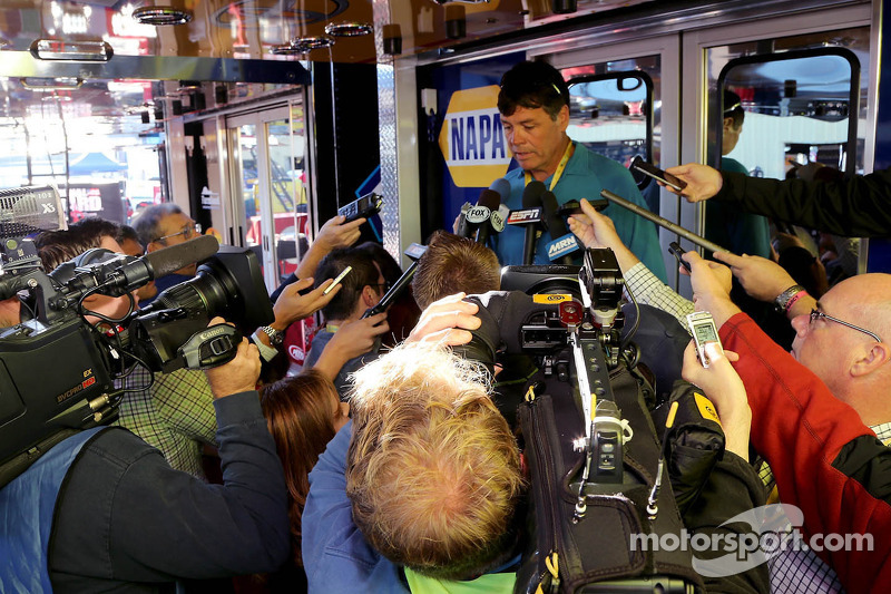 With NAPA leaving MWR, Martin Truex Jr. can shop for new ride