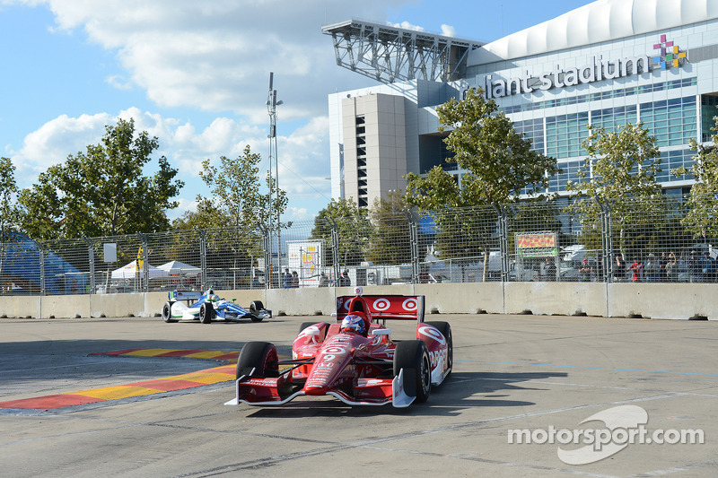 Dixon closes points gap with win on Saturday in Houston