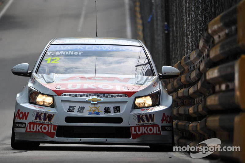 Muller claims first pole in Macau