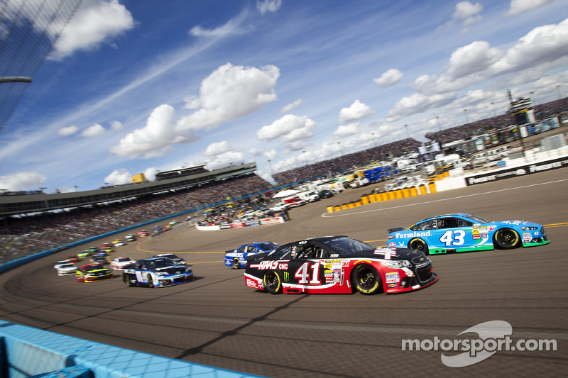 Busch's day spoiled by engine failure at Phoenix