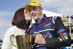 Mark Winterbottom dominates race two at Auckland