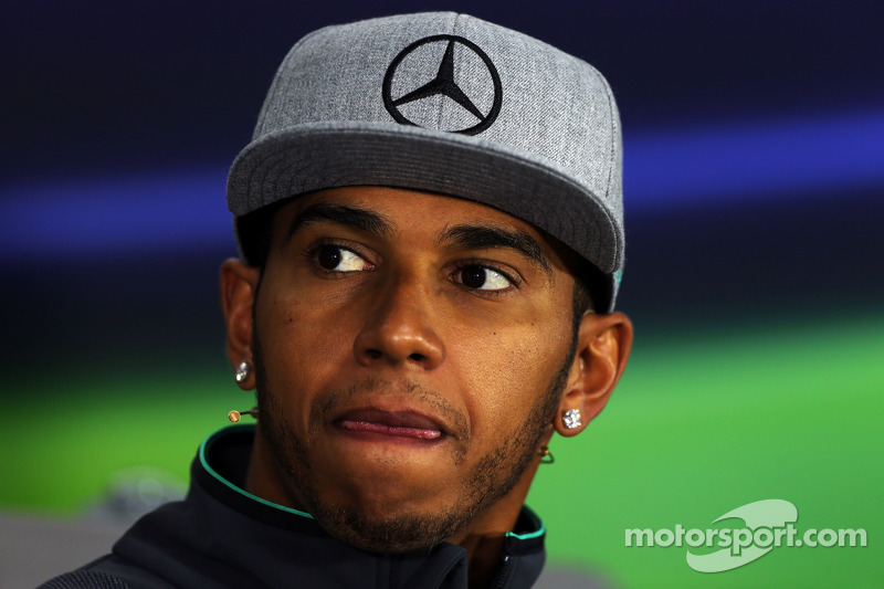 Hamilton plays down McLaren return rumours