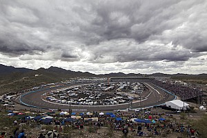 NASCAR Truck Breaking news Lights out at Phoenix ... Truck race delayed