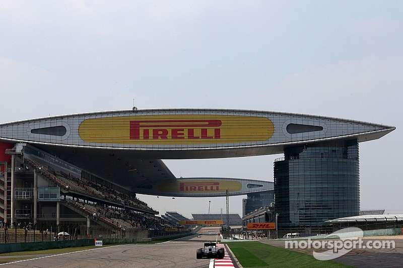 Man arrested after crossing Shanghai pit straight