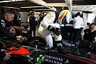 Alonso, camino a una penalización en carrera por cambios al motor
