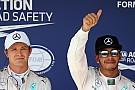 Hamilton derrota a Rosberg por la pole