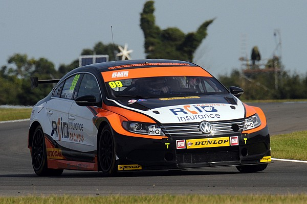 Plato relieved to leave Knockhill with points lead intact