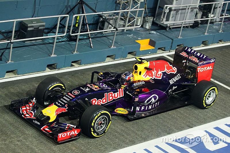 Kvyat lidera en la práctica 2, seguido de Raikkonen