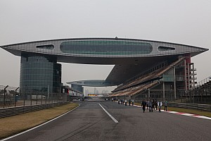 WTCC Breaking news Shanghai WTCC: Damaged barrier postpones qualifying to Sunday