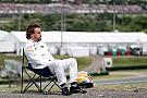 Alonso geniet van het zonnetje maar beseft ernst van de situatie