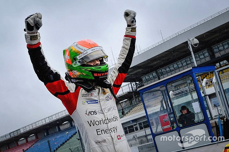Fortec signs Deletraz for 2016 Formula 3.5 V8 campaign