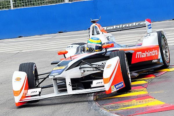 Fórmula E Últimas notícias Após batida, Senna celebra