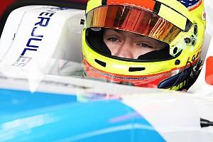 Formula V8 3.5 Reporte de la carrera Vaxiviere derrota a Deletraz en la carrera 1