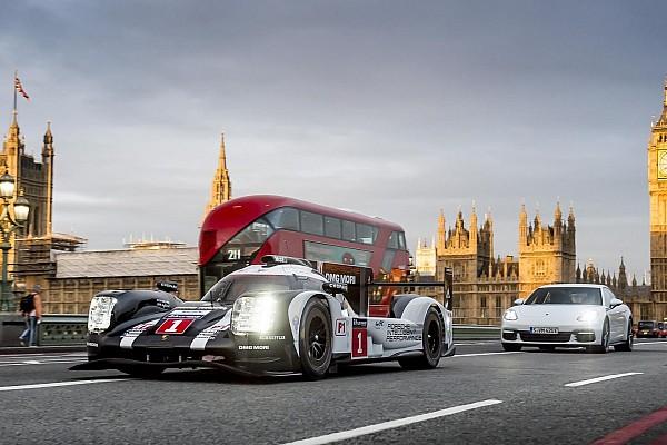 WEC Diaporama Mark Webber pilote la Porsche LMP1 dans les rues de Londres!