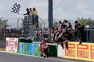 Superbike-WM Rennbericht Superbike-WM Magny Cours: In der Ruhe liegt die Kraft - Chaz Davies holt Doppel