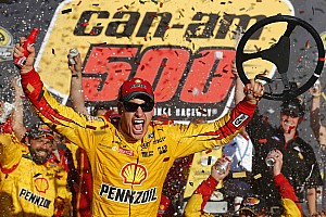 NASCAR Sprint Cup Relato da corrida Logano vence e vai à final com Johnson, Edwards e Kyle Busch