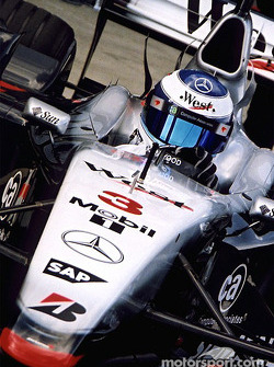F1: Mika Hakkinen in the pits