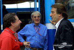 Discussion between Jean Todt, Bernie Ecclestone and Luca di Montezemolo