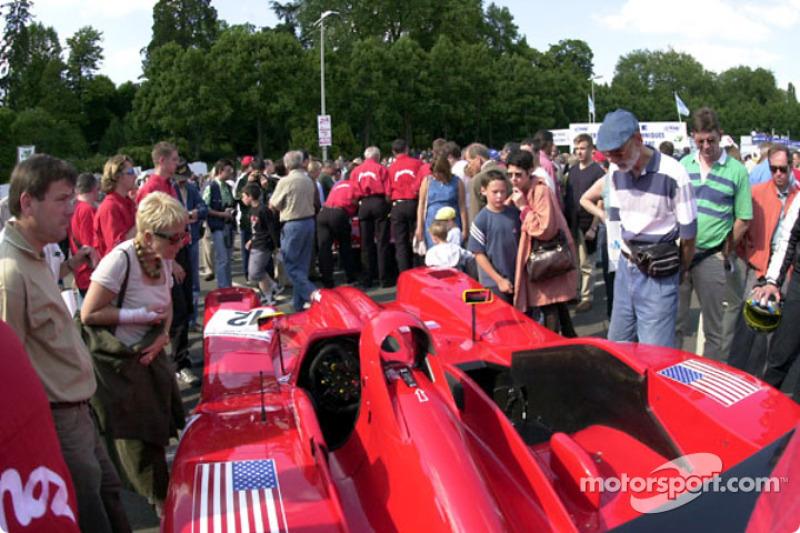 Panoz Motor Sports: fans at tech