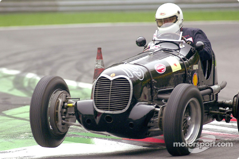 Stefan Schollwoeck in the 1937 Maserati 6CM