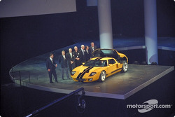 Jackie Stewart and top Ford executives with GT40 concept car