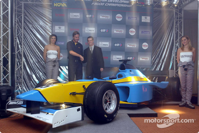 Tiago Monteiro presenting the Renault Junior Team Super Nova Lola B2/50