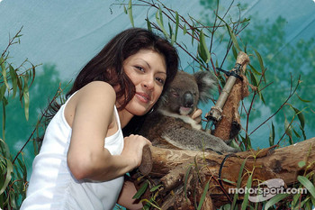 Visit at the Melbourne Zoo: Alex Yoong's girlfriend Arianna Teoh with a koala