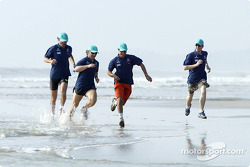 Petronas day in Kuantan, Malaysia: Felipe Massa and Nick Heidfeld jogging on the beach