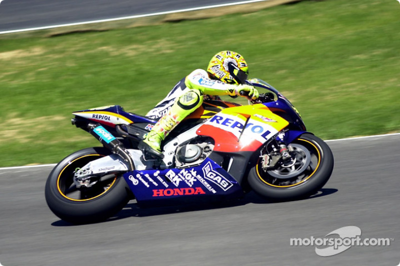 Rossi entering front straight
