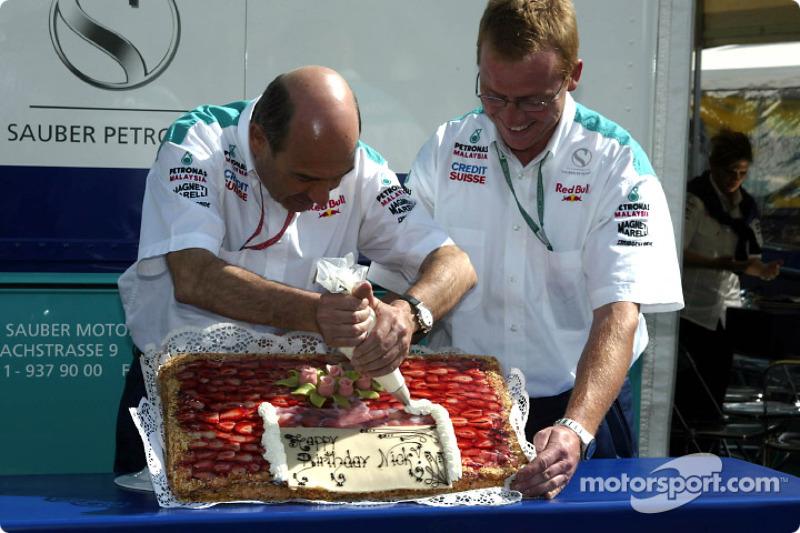 Peter Sauber preparing Nick Heidfeld's birthday cake