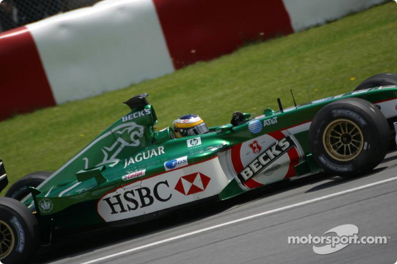 Pedro de la Rosa going to the pre-grid