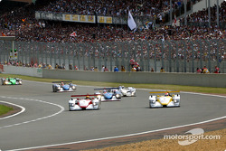 The start: Johnny Herbert taking the lead in front of Frank Biela