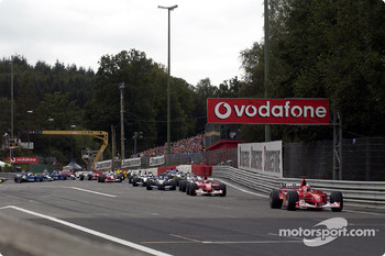 Out of the Source hairpin: Michael Schumacher leading the field