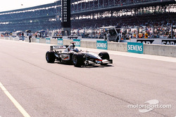David Coulthard leaves for starting grid