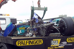 Heinz-Harald Frentzen's Sauber back on the tow-truck after the accident