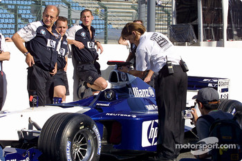 Team Williams-BMW waits for technical inspection
