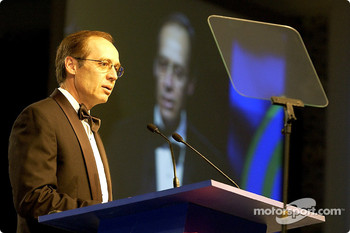 Ford's Greg Specht on stage accepting the 2002 Manufacturers Award