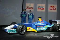Heinz-Harald Frentzen with the new Sauber Petronas C22